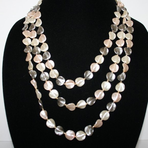 Beautiful vintage pink white gray pearl necklace
